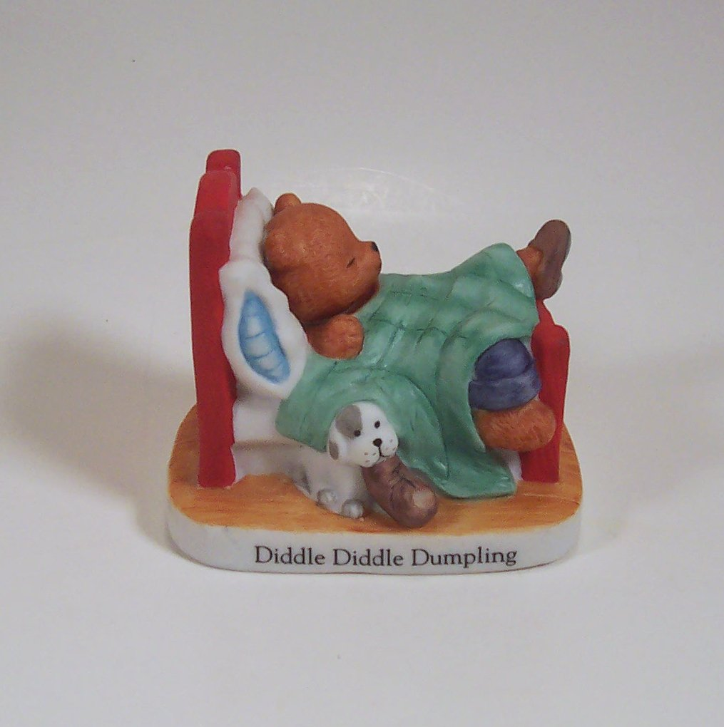 Diddle Diddle Dumpling Sleeping Bear in Bed Figurine Bronson Collectibles 1994