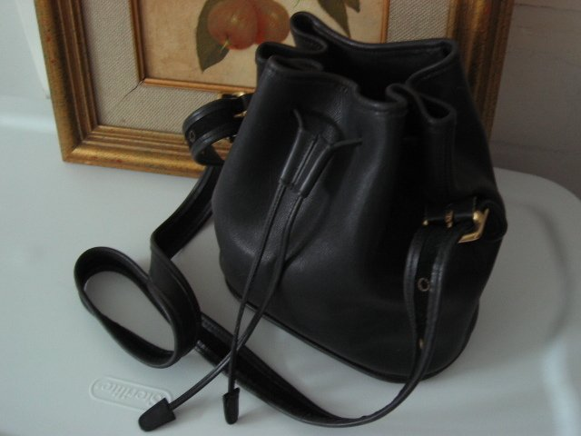 SOLD AUTHENTIC COACH BUCKET BLACK LEATHER WOMEN'S BAG HANDBAG PURSE