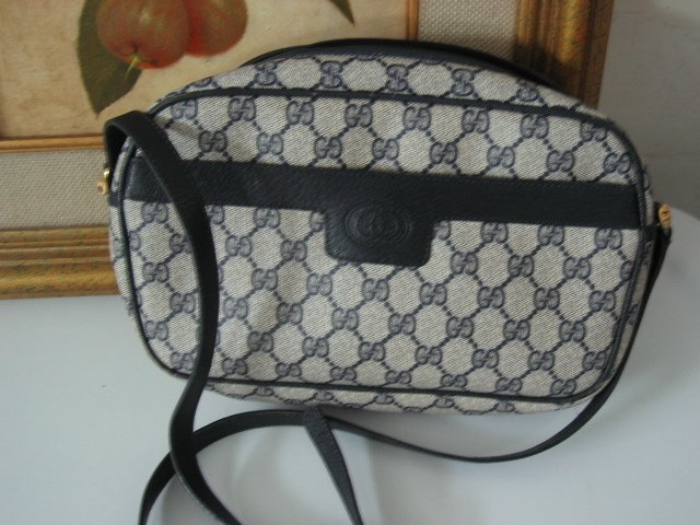 7.	AUTHENTIC GUCCI BIG G women's leather purse accessory black white signature