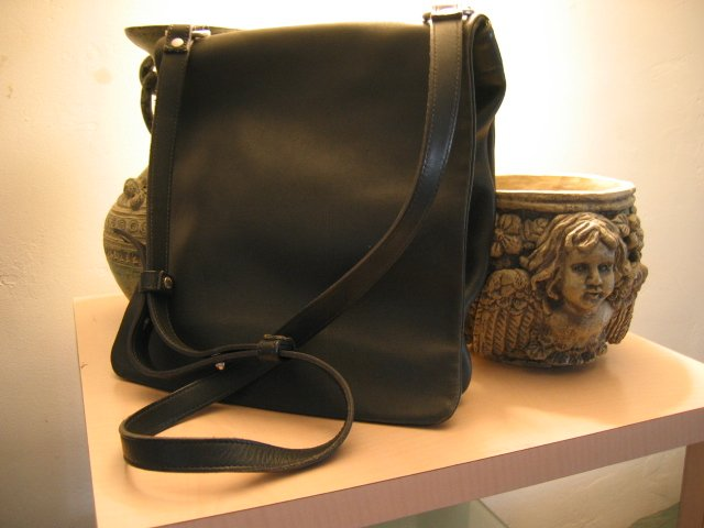 AUTHENTIC COACH BLACK MESSENGER FULL BODY TOO #17