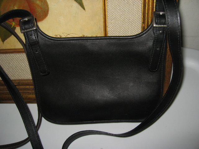 23.	AUTHENTIC COACH BLACK MESSENGER SLING WOMEN'S PURSE BAG HANDBAG