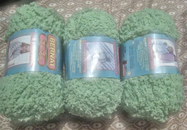 yarn spool supply art CROCHET KNIT knitting SWEATER HOBBY CRAFTS GREEN LOT 8