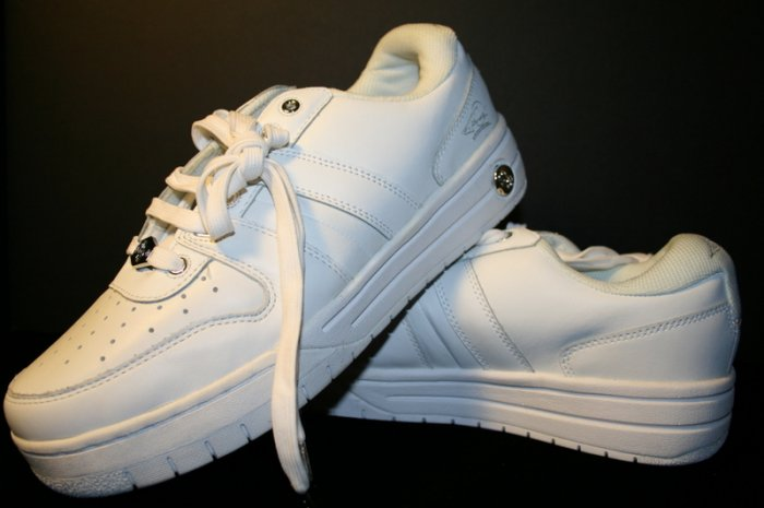 Don Omar UMBRO Shoes Mens Walking Sz 9.5 White MSRP $70 men's clothing