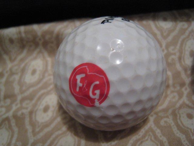 F&G - COLLECTOR'S GOLF BALL SPORTS MEMORABILIA DECORATIVE COLLECTIBLE HOME HOBBY
