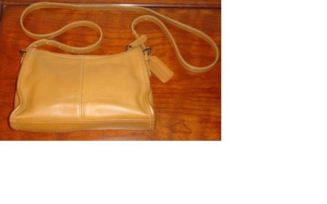 AUTHENTIC purse vintage TAN leather COACH SHOULDER BAG GREAT FOR OFFICE #081409B