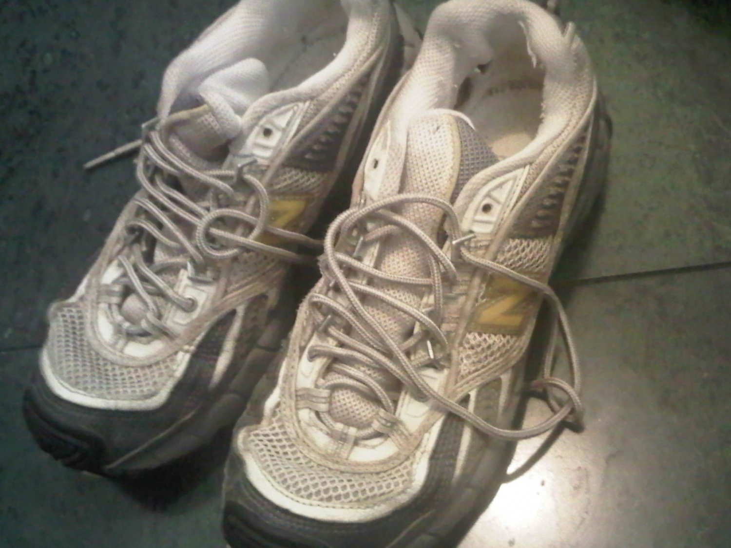 NEW BALANCE 805 YELLOW WHITE TENNIS SHOES WOMEN'S 8 CLOTHES ACCESSORY
