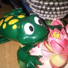 AS-IS GREEN TOY PLASTIC FROG W BABY COLLECTIBLE HOME CHILDREN GIFT