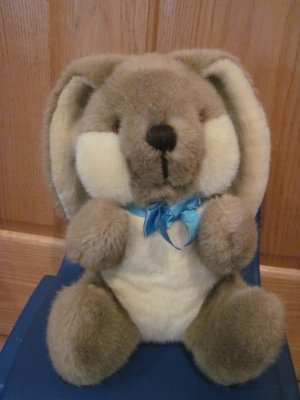 1985 Dakin Brown &amp; Cream Bunny Plush Rabbit Blue Bow