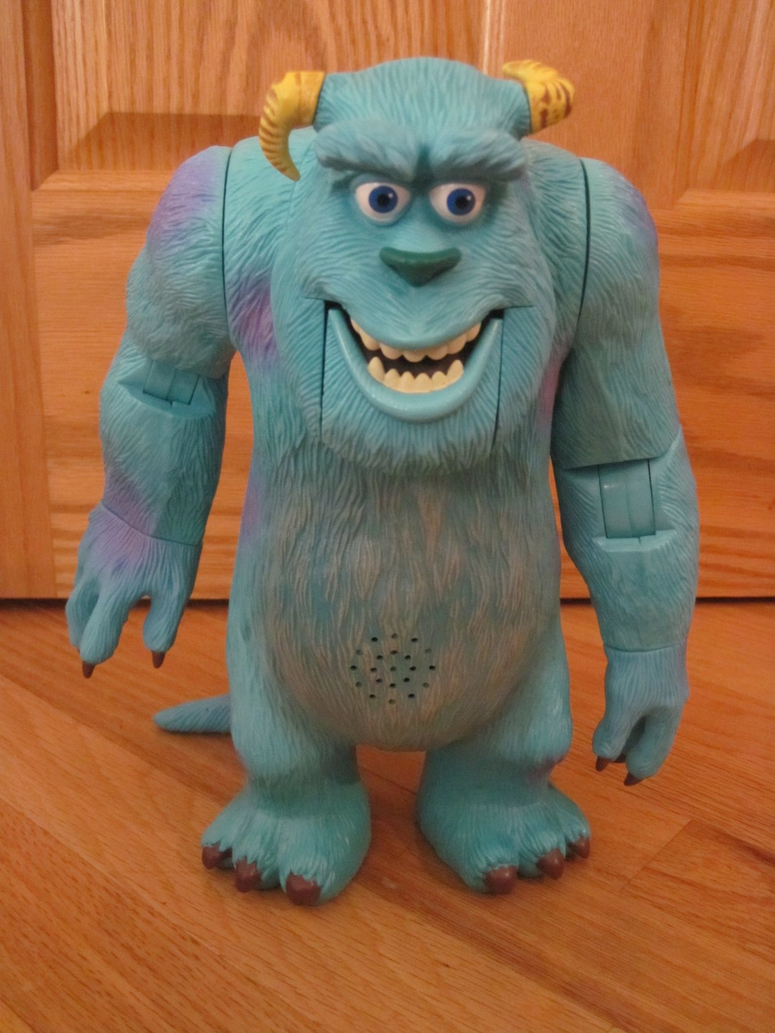 Disney Pixar Monsters Inc James P. Sullivan Super Scare Talking Sulley Moving Animated Toy
