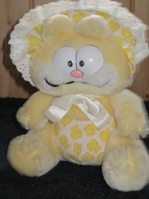 Vintage Garfield Characters Plush Yellow Baby Garfield by Dakin for United Features Syndicate