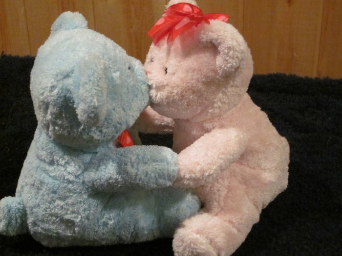 Sweetheart Kissing Bears one blue and one pink..  cute!