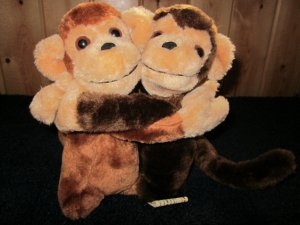 "Vintage 7"" Plush Hugging Monkeys made in Korea"