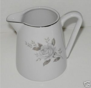 Creamer  Windsor Rose Japan  M2