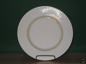 Gold China Triumph Dinner Plate  I52