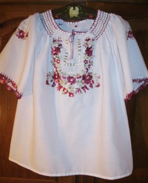 Hand embroidered Hungarian blouse - size S-M  / NEW