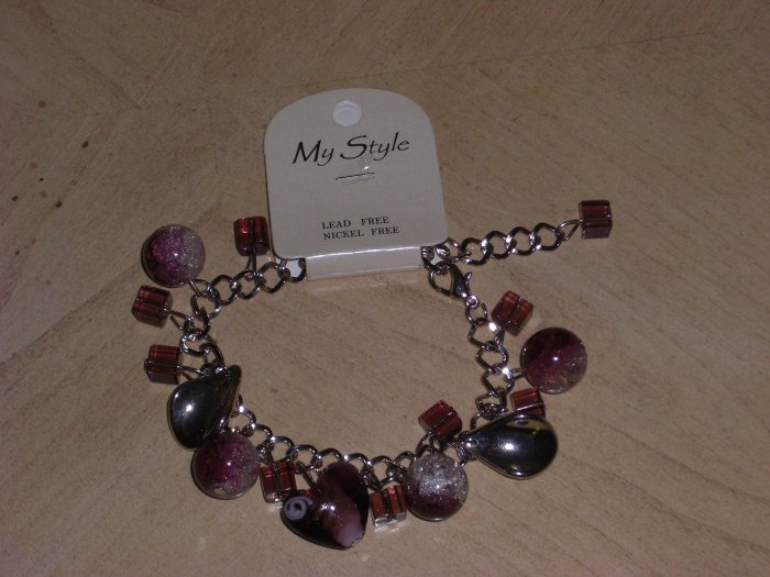 Cute Red Bracelet. *FREE SHIPPING WHEN YOU BUY ANY PIECE OF CLOTHING*