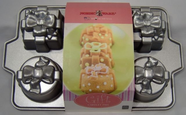 Cupcake Pan Wrapped Gifts Cake Mold