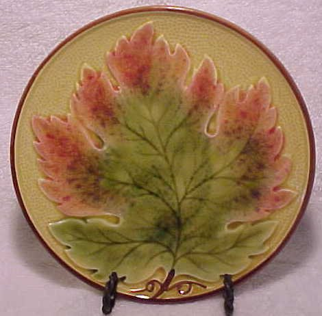 VINTAGE GERMAN MAJOLICA Maple Leaf PLATE ZELL, gm272