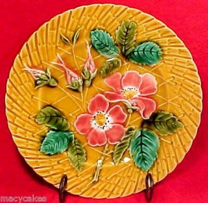 ANTIQUE  SARREGUEMINES FLOWERS AND LEAVES PLATE, fm390