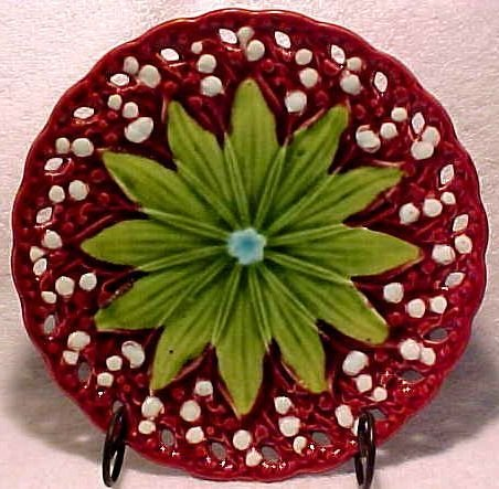 VINTAGE GERMAN MAJOLICA POTTERY PLATE Lily of the Valley, gm329