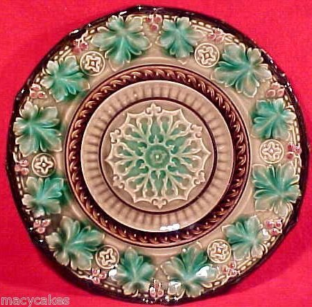 Antique Majolica Footed Pedistal Plate V&B 19th Century, gm622