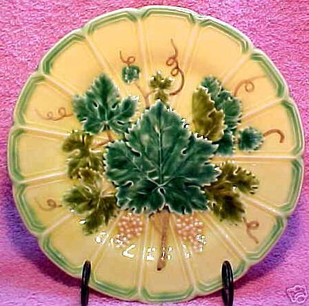 POLYCHROME GRAPES AND LEAVES MAJOLICA pottery PLATE