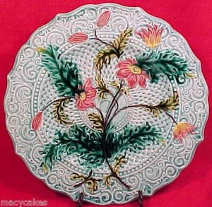 ANTIQUE SARREGUEMINES & VB  MAJOLICA POTTERY PLATE, pc15