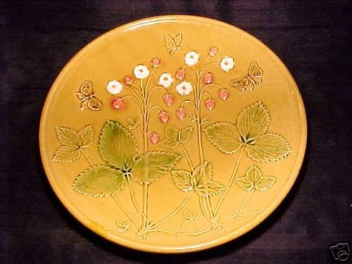 ANTIQUE GERMAN MAJOLICA POTTERY PLATE ZELL Strawberries, gm39
