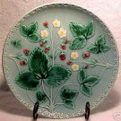 VINTAGE GERMAN MAJOLICA Pottery STRAWBERRY PLATE ZELL, gm229