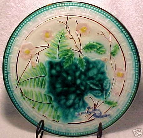 ANTIQUE MAJOLICA Pottery PLATE FERN SOREL PINK FLOWERS VB, gm223