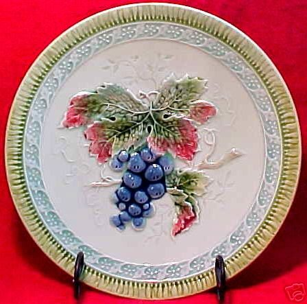 ANTIQUE GERMAN MAJOLICA POTTERY GRAPES AND LEAVES PLATE, gm541