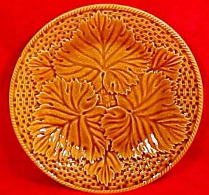 Beautiful Vintage French Majolica Gien Leaves & Basketweave Plate, c.1971. fm784