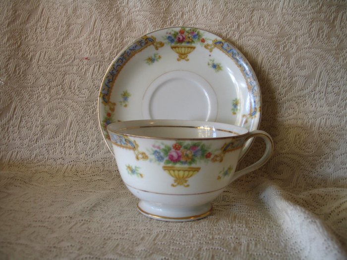 Vintage Floral Tea Cup and Saucer Made in Occupied Japan Tashiro Shoten cuppatea.ecrater.com