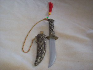 Knife with Metal Sheath and Great design (collectable )