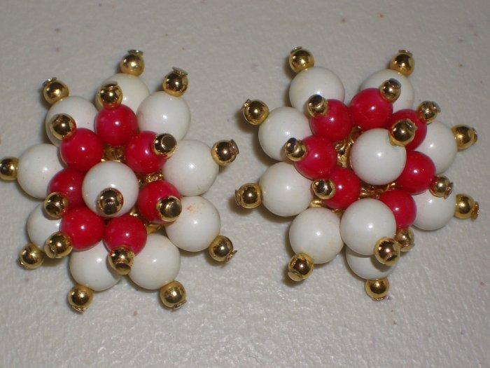 Vintage Hollies Mistletoe Star Clip-on Earrings Plastic Bead Clusters Mod Festive Holiday Xmas Chic