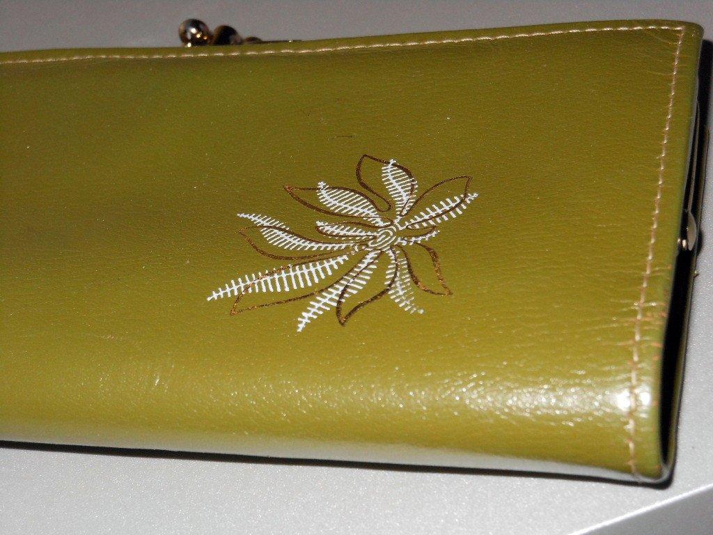 Vintage Olive Avocado Green Leather Pocketbook Retro Feminine Ladylike Wallet Kisslock Coin Holder