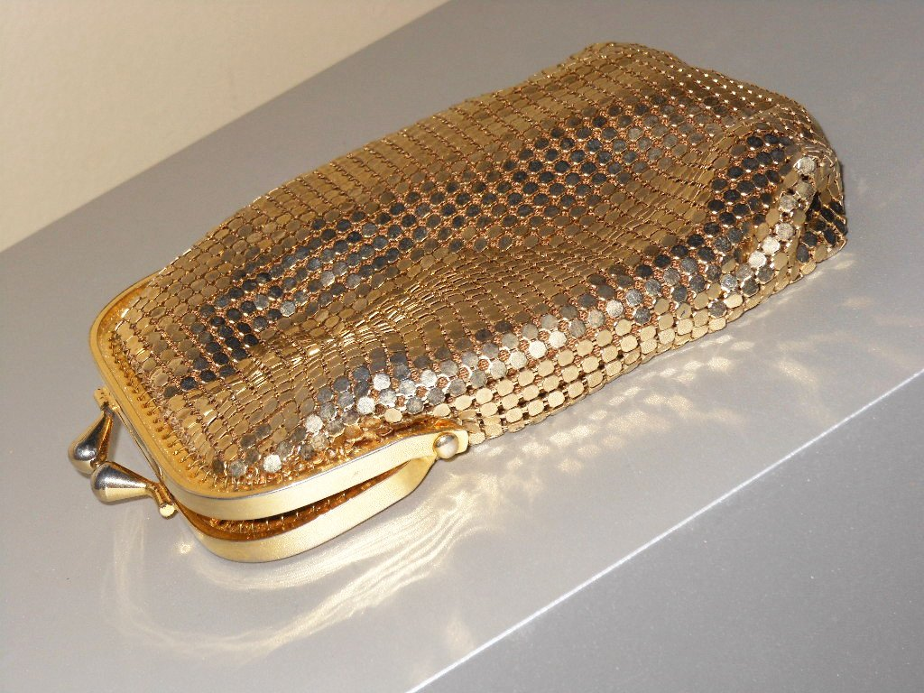 Vintage Goldton Metal Mesh Coin Holder Retro Mesh Shiny Disco Fever Chic Kisslock Coin Keeper Dainty