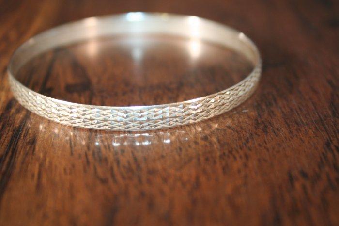 Vintage Diamond Cut Silver Bangle (S01)