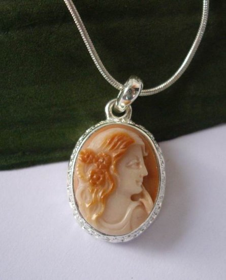 excellent hand carved lady cameo pendant include chain