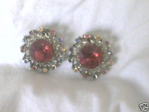 Vintage Goldtone/Red Stone Clip On Earrings
