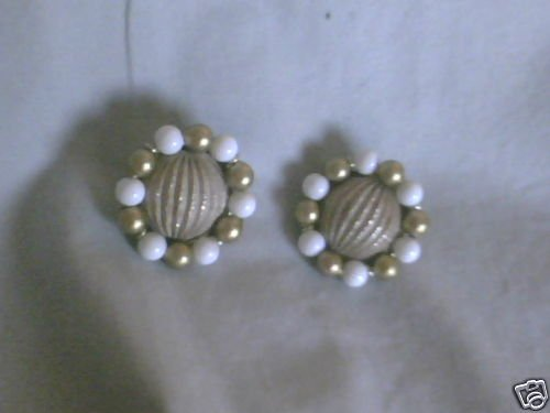 Vintage RICHELIEU SIGNED  White & Gold Clip On Earrings