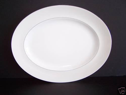 WEDGWOOD Vera Wang Love Knots Oval Serving Platter New
