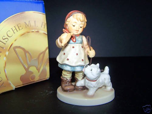 HUMMEL Goebel Christmas Treat Figurine HUM 2264  NIB