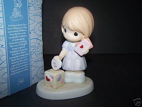 PRECIOUS MOMENTS Figurine I Give My Heart to You NIB