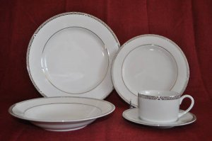 ROYAL DOULTON Platinum 5 Piece Place Setting for 4 New