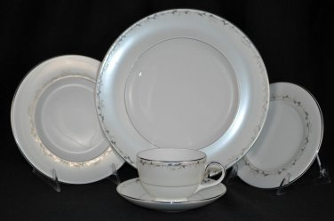 ROYAL DOULTON Epiphany 5 Piece Place Setting  New