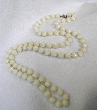 Vintage Sarah Coventry White Plastic Bead Necklace