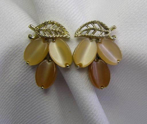 Vintage Lisner Two Tone Brown Thermoset Earrings