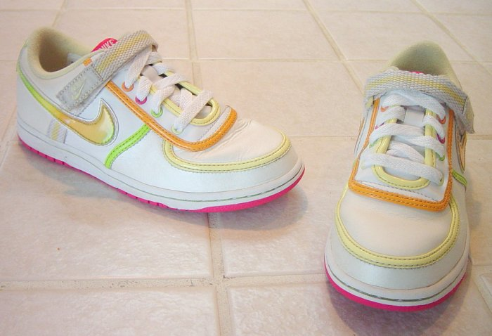 NIKE Girls Athletic Shoes White/Multicolored Size 3