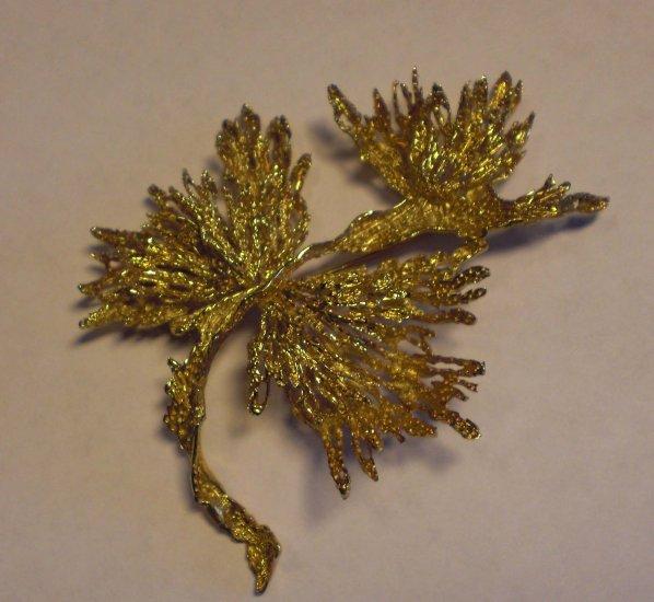 18kt gold pin/brooch. Signed. Leaf design